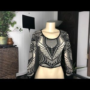 Sweater tribal  crop top 3/4 sleeve size M